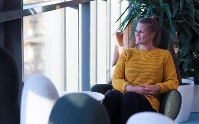 Fysioterapeutti Dinah Bedretdin tekee hyvinvoinnin mittatilaustyötä